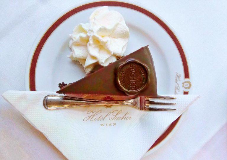 Schokoladentorte mit Marmelade & Schlag